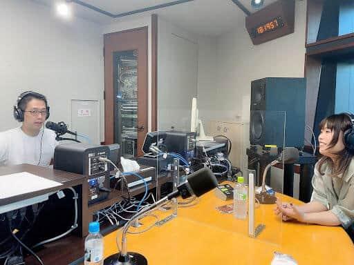 (左から)DJ Nobbyと小林さん