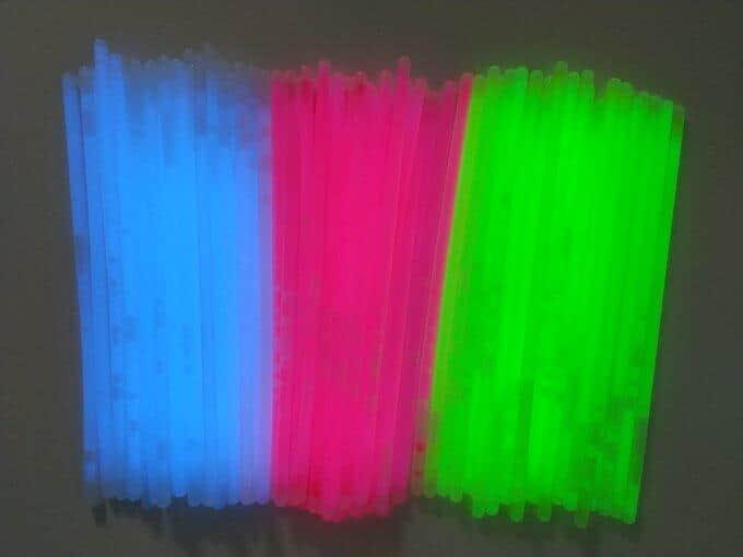 色・パーツ別に分けたら折り曲げて発光させる
