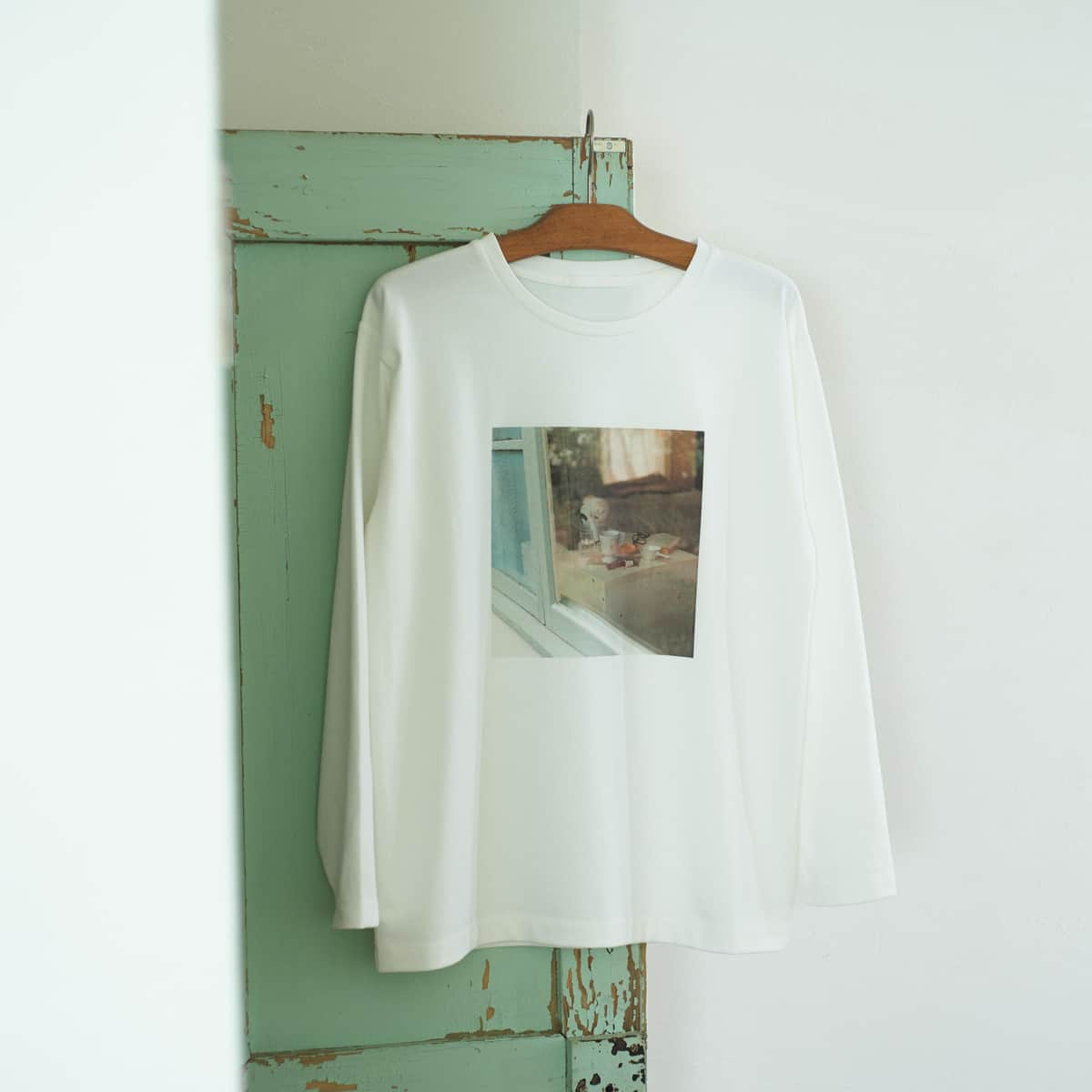 Tシャツは2種類。写真のものは、過去のフリーペーパーからプリント