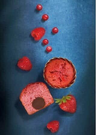 3種のベリーを配合した生地に、トリュフチョコレートをまるごと一粒