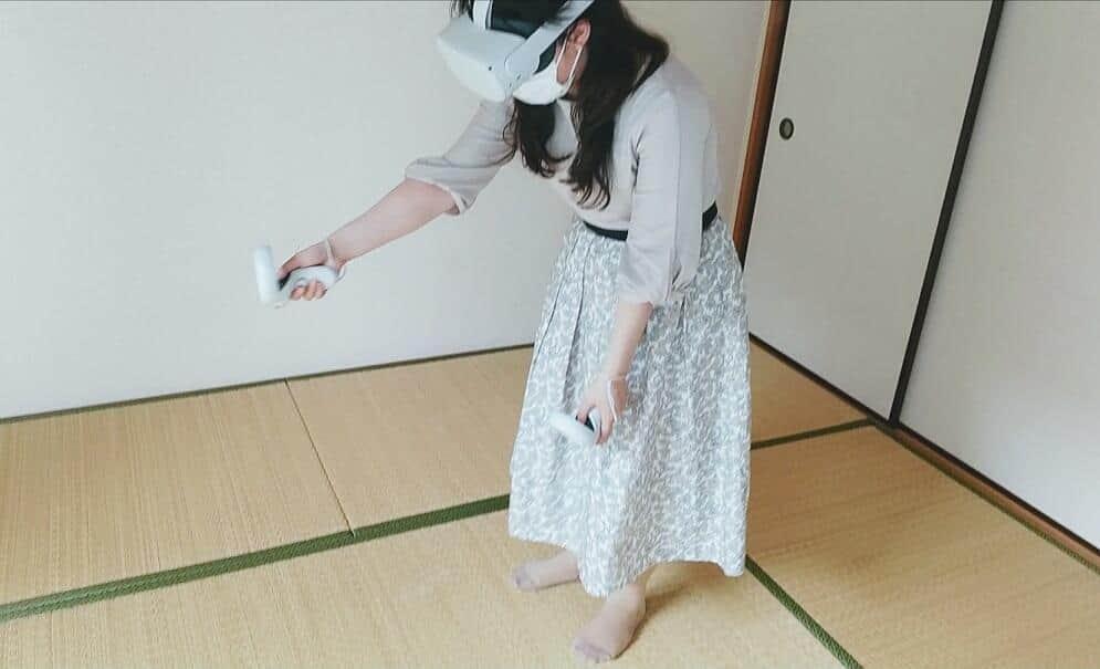 VR上でしか見えないレーザーポインターで境界線を引き、空間を縁取るようなイメージ