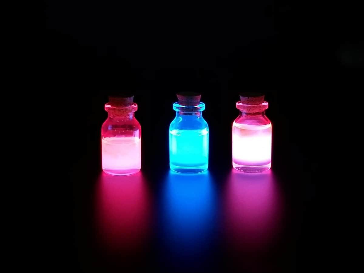 「ポーション」作りたい大人はいねぇが~ 2種の液体混ぜるだけで魔法の小瓶が爆誕