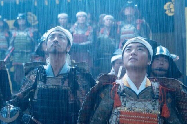 桶狭間の戦いに向かう織田の軍勢(NHK「麒麟がくる」番組ホームページより)