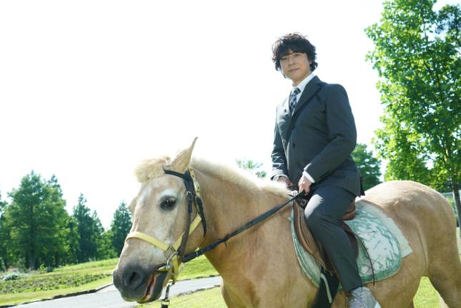 上川隆也、約10年ぶりの乗馬シーン「遺留捜査スペシャル」(番組ホームページより)