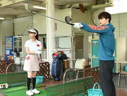 メイはゴルフ練習場で田所からコクられるが…(TBSの番組ホームページより)