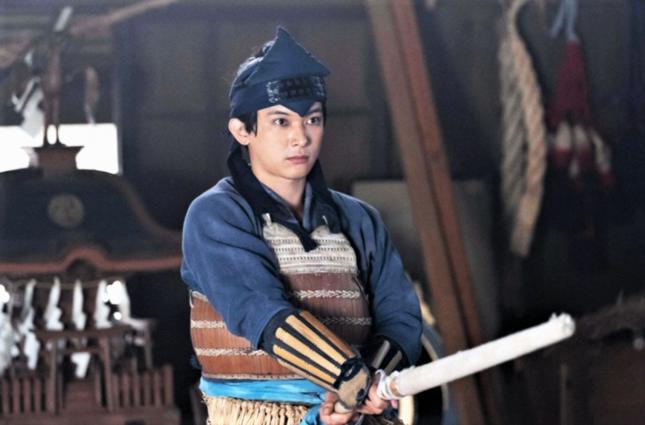 剣術の稽古に励む栄一(NHKの公式サイトより)