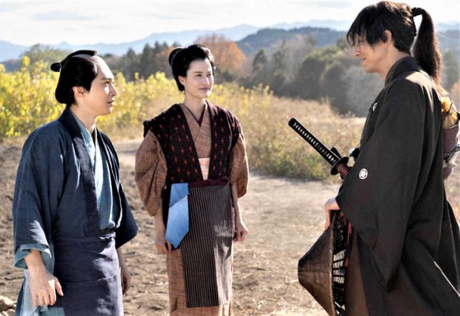 栄一は江戸から戻った長七郎に感化されて尊王攘夷に走る(NHKの公式サイトより)