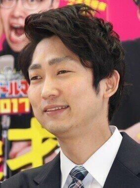 石田明さん(編集部撮影)も興味津々!?