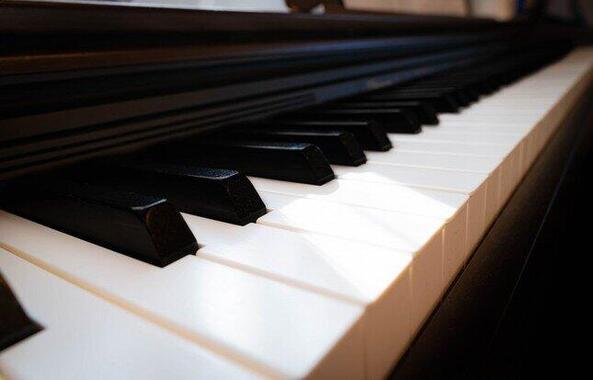 ピアノに焦点を当てた。