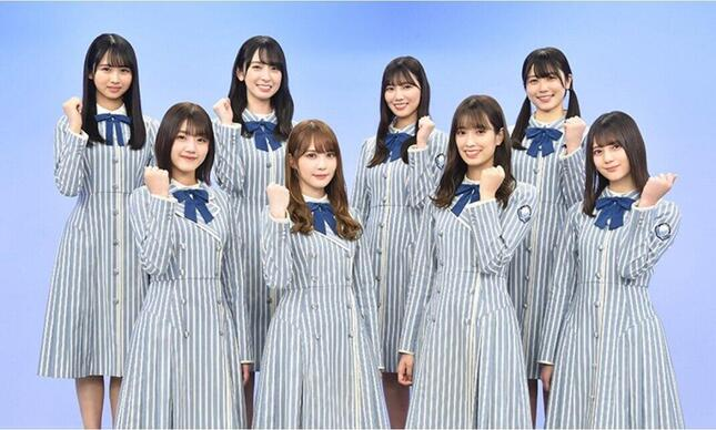 メインサポーターに就任した日向坂46の8人の写真(日本テレビの「ライオンスペシャル 第41回全国高等学校クイズ選手権」サイトより)