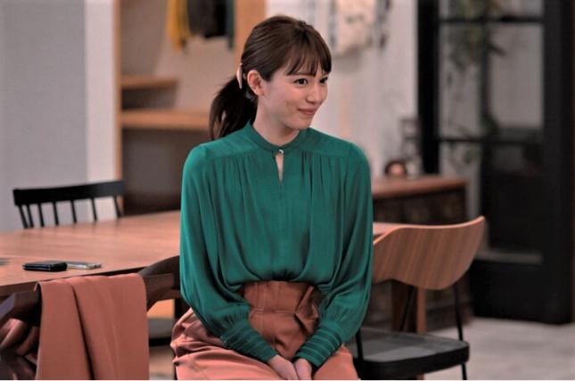 さすがモデル出身、オシャレに着こなす川口春奈(TBSの公式サイトより)