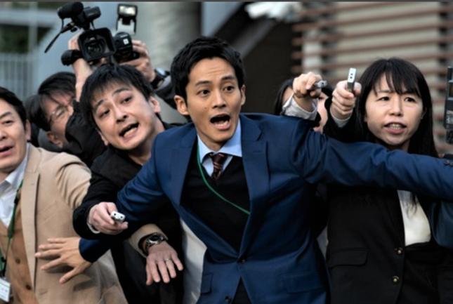 何も考えていない大学広報マンを演じる松坂桃李(NHKの公式サイトより)