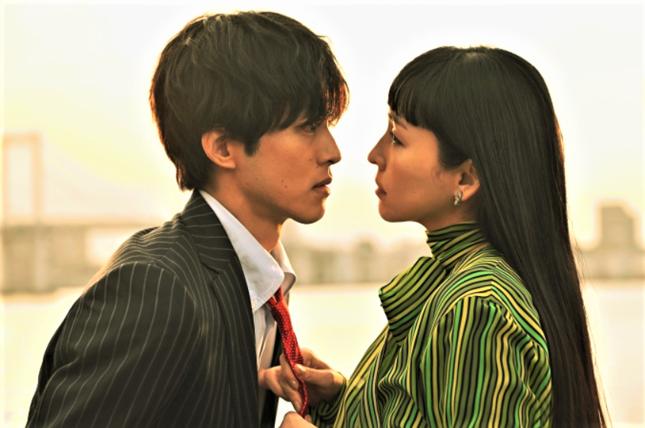 このままの2人の恋愛ドラマでも十分面白いのに…との声も(テレビ朝日の公式サイトより)