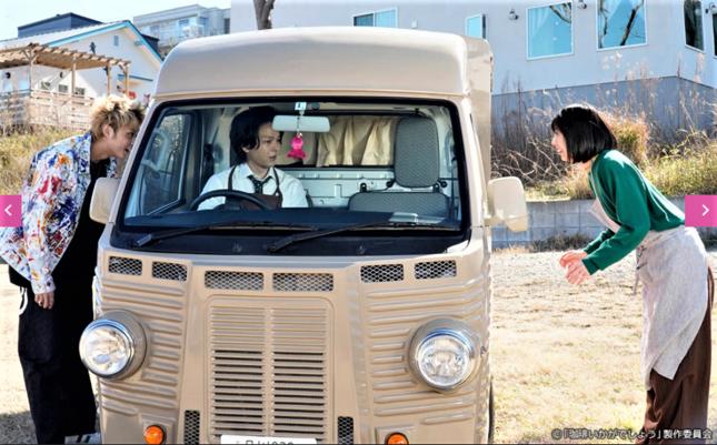 ペイと垣田に両側から見つかり大ピンチの青山(テレビ東京の公式サイトより)