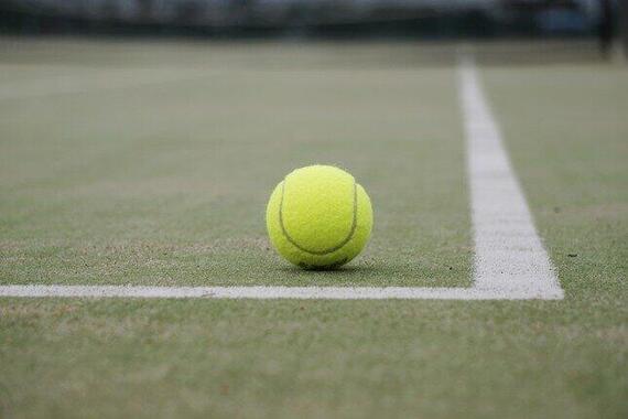 テニス大会と記者会見の関係が問われている
