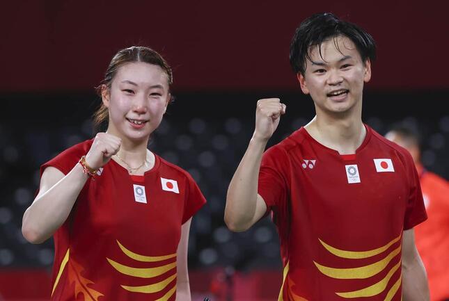 東野有紗選手(左)と渡辺勇大選手(写真:ロイター/アフロ)