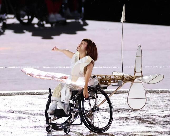 東京パラリンピック開会式で主人公を演じた和合由依さん(写真:長田洋平/アフロスポーツ)