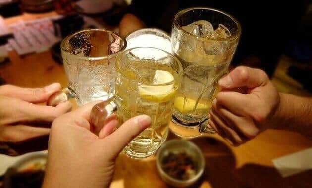 久々の「乾杯」を楽しむ人も
