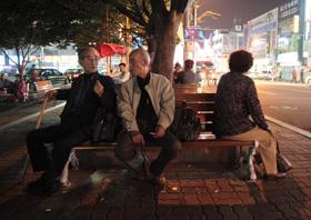 光州駅前で木浦行きの汽車を待つ