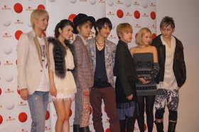 29日、NHKホールでのリハーサルに参加したAAAのメンバーたち