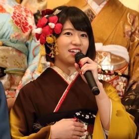 成人式イベントで振り袖姿を披露したAKB48の竹内美宥