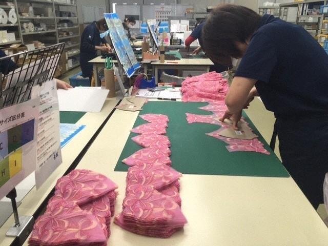 国内最大級の「ブラジャー工場」見学!丁寧で高度な技術で下着作り支える職人工員