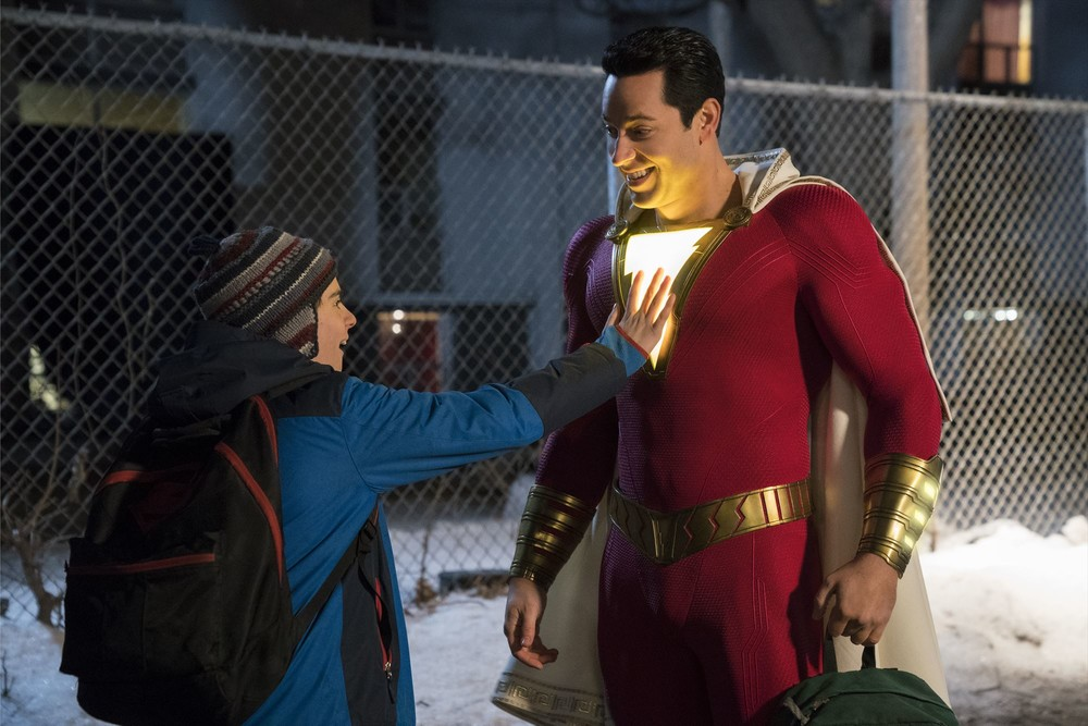 <シャザム!><br /> 母親に捨てられた孤独な少年「スーパーおじさん」に変身!でも、中身は子どものままだから・・・