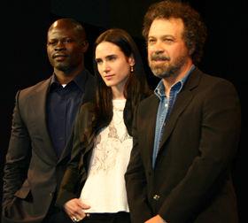 「ブラッド・ダイヤモンド」のPRで来日したE・ズウィック監督(右)とJ・コネリー、D・フンスー