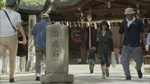 東大阪「石切劔箭神社」朝から晩までお百度参りの列...人それぞれに「ご利益」